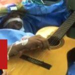 Дунё: Миядан ўсимта олинаётганда гитара чалиб турган мусиқачи - BBC Uzbek