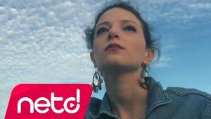 Targan Türe feat. Deniz Yılmaz - Çaresiz