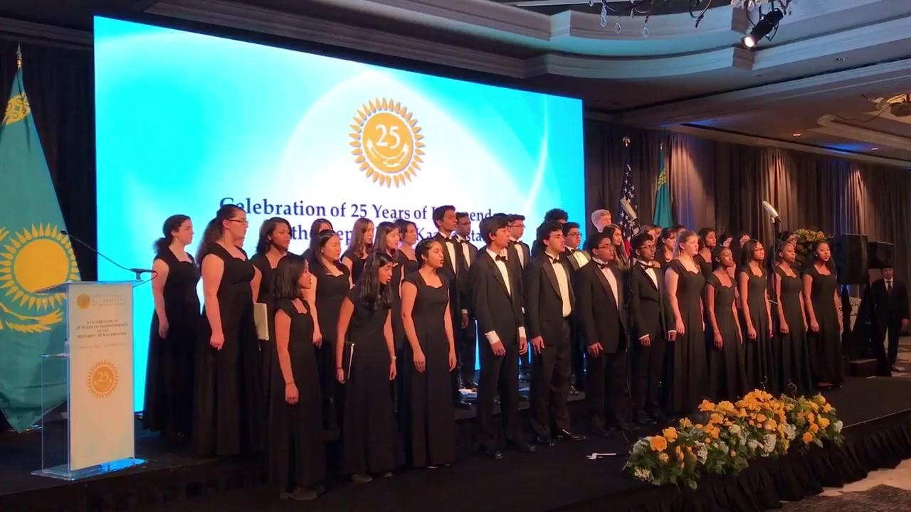 Американский хор спел песню Назарбаева на казахском языке